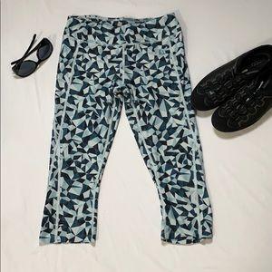 The North Face blue geo print Capri leggings sz S